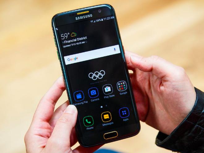 Trieu Tien cam van dong vien Olympic nhan Galaxy S7 edge hinh anh