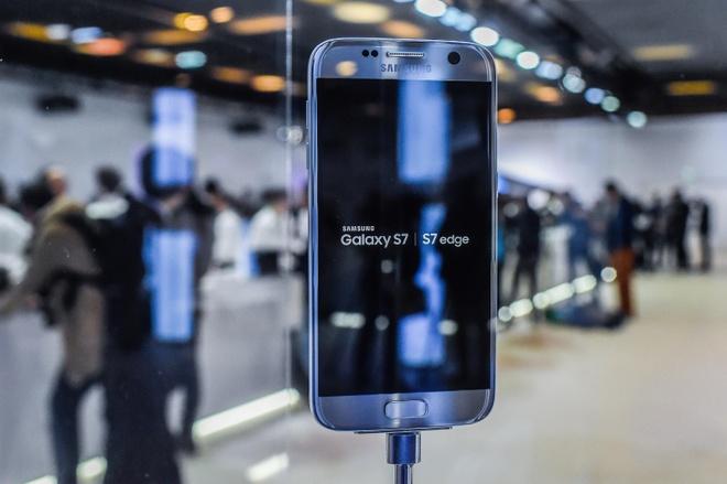 Bat chuoc Apple,  Samsung ban may tan trang lai anh 1