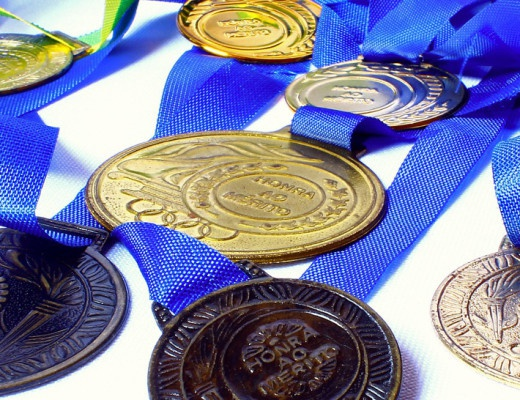 Nhat Ban lam huy chuong Olympic 2020 tu dien thoai cu hinh anh 1