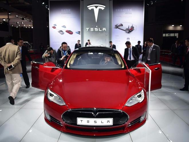 Tesla Model S tang toc nhanh thu 3 the gioi voi pin nang cap hinh anh