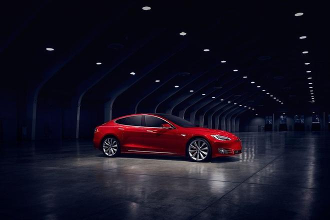 Tesla Model S tang toc nhanh thu 3 the gioi voi pin nang cap hinh anh 1