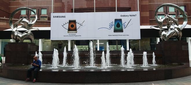 Samsung khoe toan bo phu kien Galaxy Note 7 o Singapore hinh anh