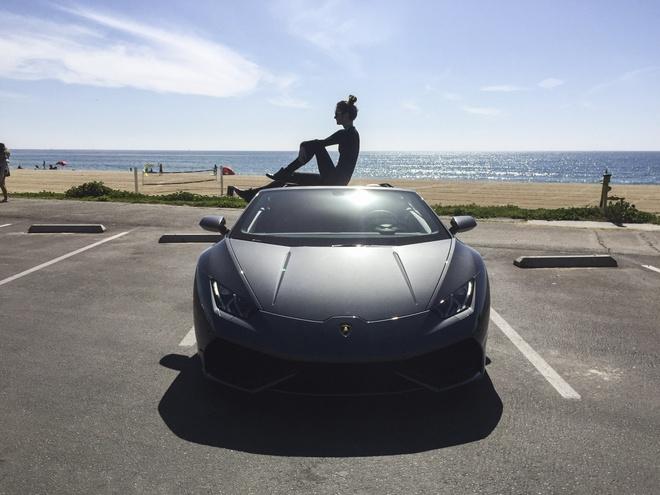 Lamborghini muon thay doi de quyen ru khach hang nu hinh anh