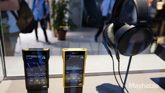 Sony ra mat Walkman ma vang gia 3.200 USD hinh anh