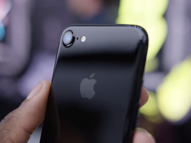 'iPhone gio chi la hang pho thong' hinh anh