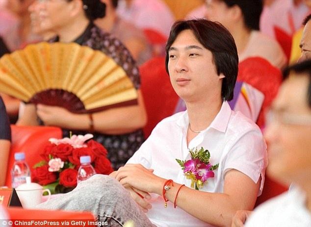 Thieu gia Trung Quoc mua 8 chiec iPhone 7 cho cho cung hinh anh 3