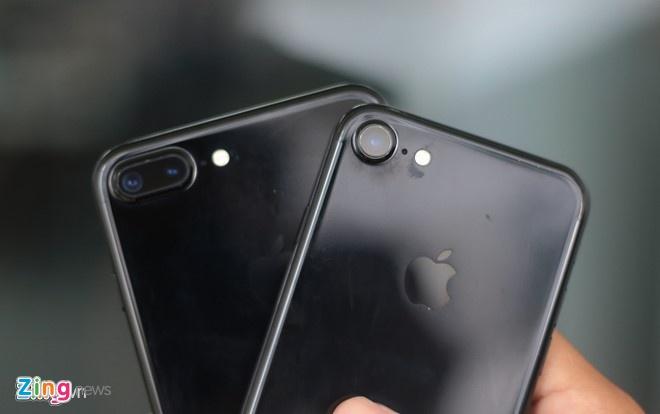 'Dung quan tam tray xuoc khi dung iPhone 7 Jet Black' hinh anh 1