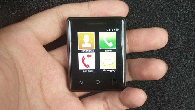 Smartphone nho nhat the gioi ra doi hinh anh