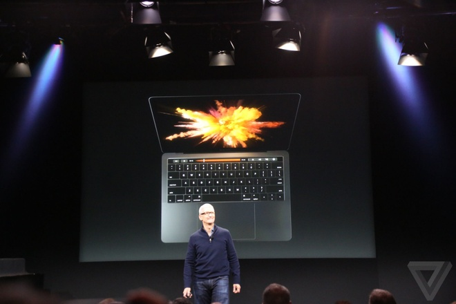 Apple ra mat MacBook Pro voi thanh cam ung da chuc nang hinh anh 1