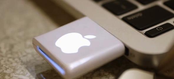 Apple xoa bo cong SD anh 2