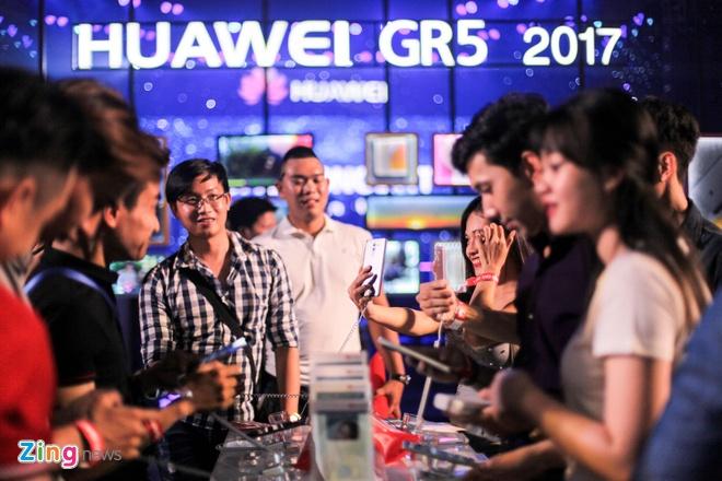 Gia Huawei GR5 2017 o Viet Nam anh 1