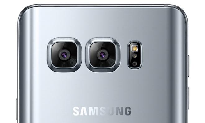 Tin don Galaxy S8 dung cung luc 2 ong kinh, ra mat thang 3 hinh anh