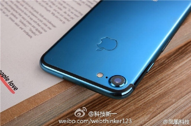 iPhone 7 co the bo sung mau xanh duong hinh anh 1