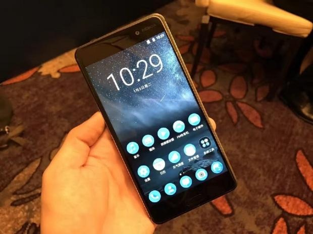 Nokia 6 nhan hon 250.000 don dat hang chi sau 24 gio hinh anh