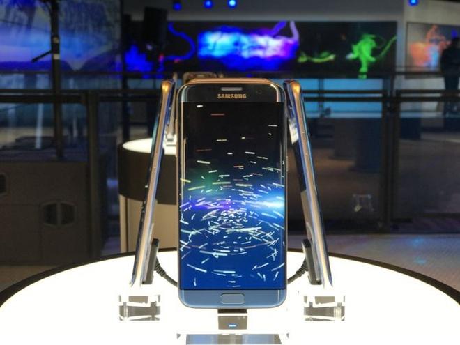 Vi sao Samsung van kien quyet tung Galaxy Note 8? hinh anh 2