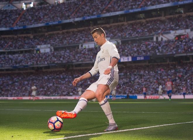 'Khong du ngon tu de ca ngoi Ronaldo' hinh anh
