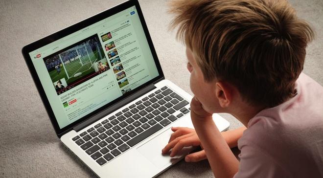 Nhieu kenh YouTube cho tre em lach luat de quang cao hinh anh