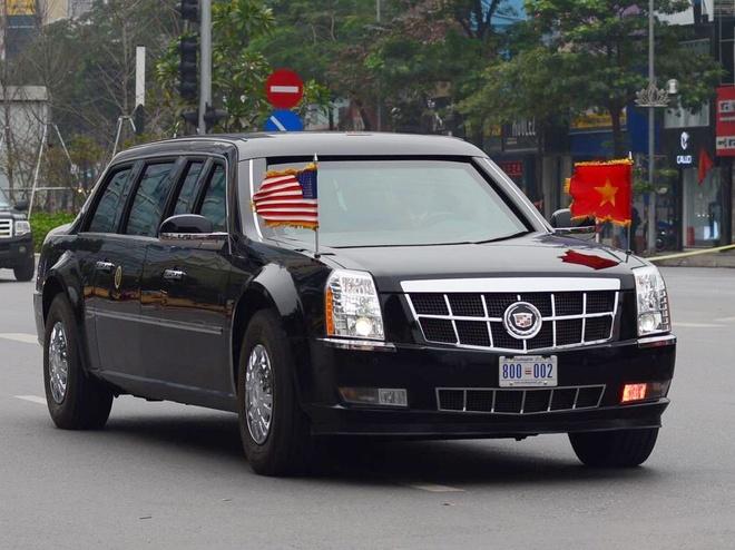 Doan xe cua Tong thong Trump vao san bay Noi Bai hinh anh