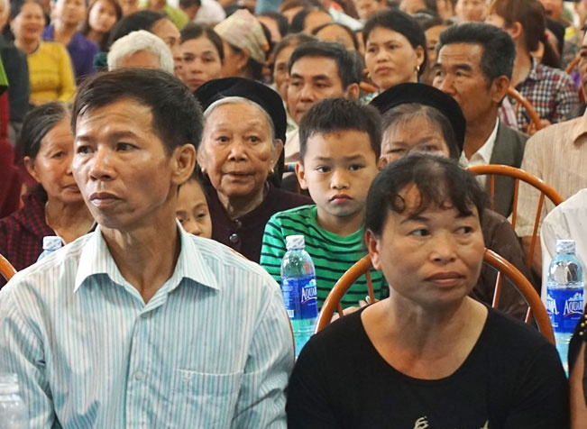 Ca tram nguoi theo doi toa xin loi ong Nguyen Thanh Chan hinh anh