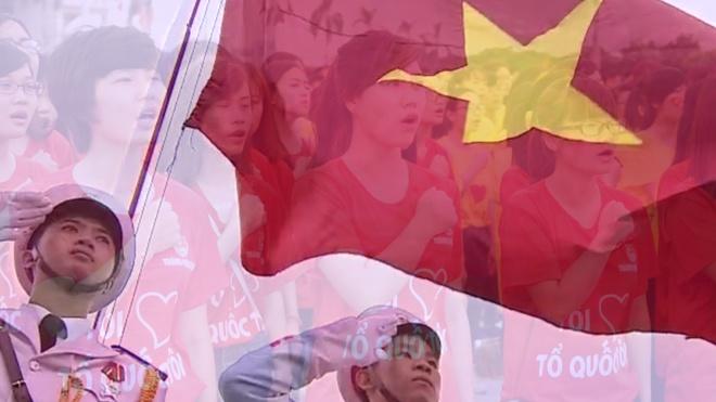 12.000 nguoi chao co va xep hinh ban do Viet Nam hinh anh