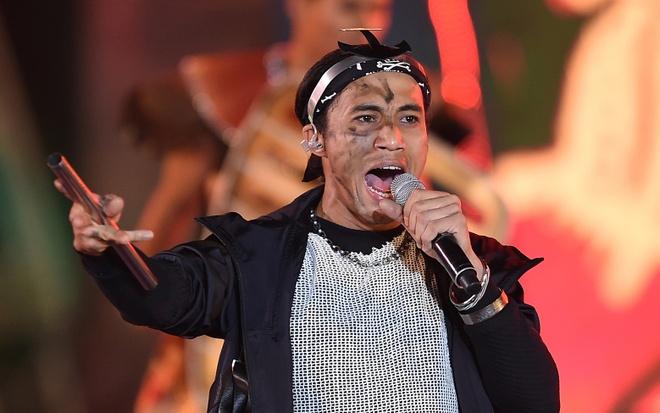 Anh Khoa, Tung Duong, Kieu Anh 'dot chay' san khau Carnival Ha Long hinh anh