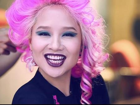 MV 'Tu suong' cua Mai Khoi gay tranh cai cong dong mang hinh anh