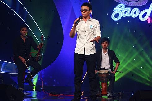 5 ca khuc duoc san don nhat tai cac cuoc thi am nhac hinh anh 4 Đông Hùng tại vòng sơ loại cuộc thi Sao mai điểm hẹn 2012.