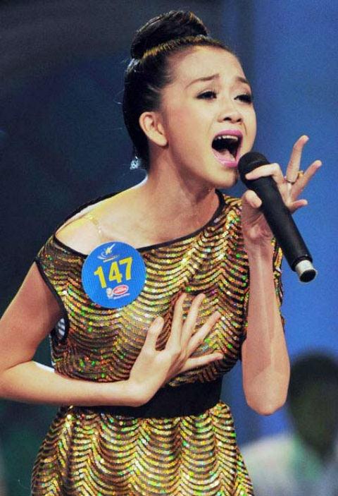 5 ca khuc duoc san don nhat tai cac cuoc thi am nhac hinh anh 3 Thiều Bảo Trang tại cuộc thi Sao mai năm 2011.
