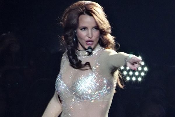 Britney Spears bi kien vi lam gay mui vu cong hinh anh