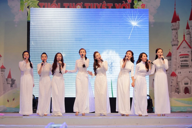 May Trang tai hop tren san khau liveshow TVM hinh anh