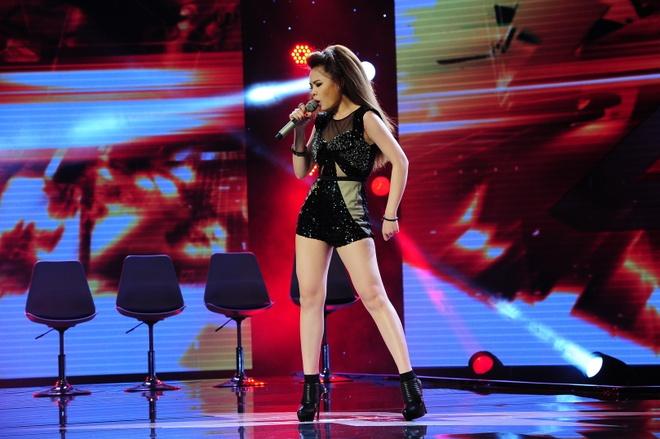 Giam khao X Factor mang trung ga len ghe nong hinh anh 3