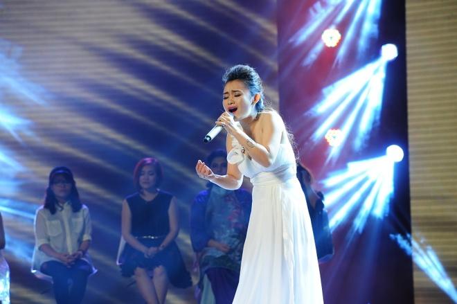 Giam khao X Factor mang trung ga len ghe nong hinh anh 4