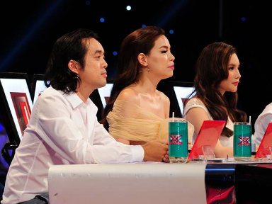 Giam khao X Factor mang trung ga len ghe nong hinh anh