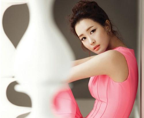 Ke tung tin Lee Da Hae ban dam bi bat hinh anh