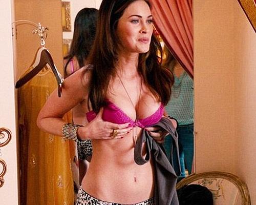 Megan Fox chap nhan khoe hinh the tren phim hinh anh