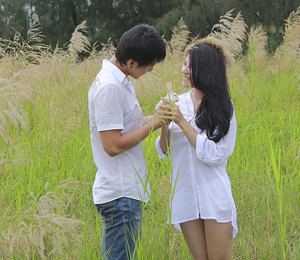 Sao Viet mac so mi giau quan khoe net sexy khi lam MV hinh anh 13 Nữ ca sĩ Ngô Mai Trang cũng theo kịp xu hướng gợi cảm này trong MV Lạc vào thế giới anh phát hành năm 2012.