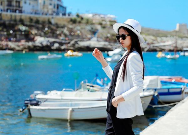 Tháng 9 vừa qua, Hoa hậu Việt Nam 2010 Ngọc Hân có chuyến đi biểu diễn giao lưu văn hóa ở châu Âu cùng các nghệ sỹ khác. Cô ghé đến đảo Gozo - một hòn đảo của quần đảo Maltese trong vùng biển Địa Trung Hải, nằm trong lãnh thổ của quốc đảo Malta. Sau Malta, Gozo là hòn đảo lớn thứ 2 trong quần đảo.