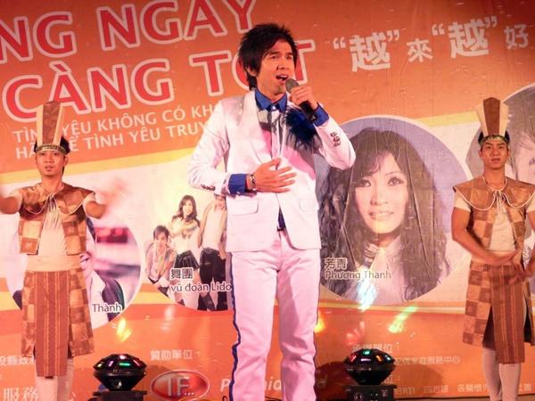 Nam ca sĩ Đan Trường từng có 2 năm liên tiếp làm Đại sứ du lịch nhờ vào hình ảnh ca sĩ sở hữu lượng fan đông đảo. Năm 2006, anh là đại sứ du lịch Đài Loan tại Việt Nam và một năm sau được Đại sứ quán Hà Lan bổ nhiệm vai trò tương tự.