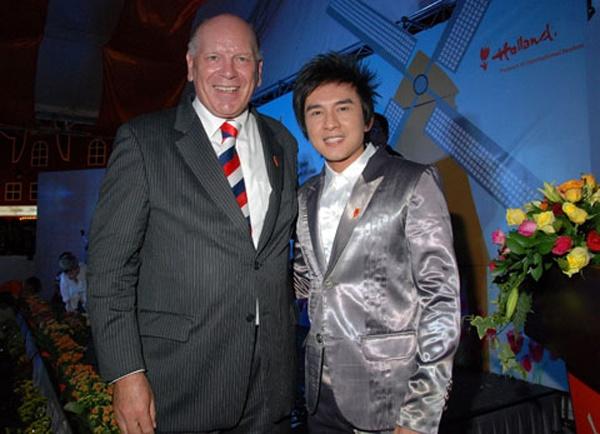 Với Đài Loan, Đan Trường từng đến đây biểu diễn nhiều lần, được khán giả đón nhận. Sau khi nhận chức vụ Đại sứ du lịch Hà Lan, nam ca sĩ Kiếp ve sầu thực hiện một phóng sự Dan Truong in Holland với nội dung giới thiệu văn hóa, lịch sử và kinh tế của Hà Lan.