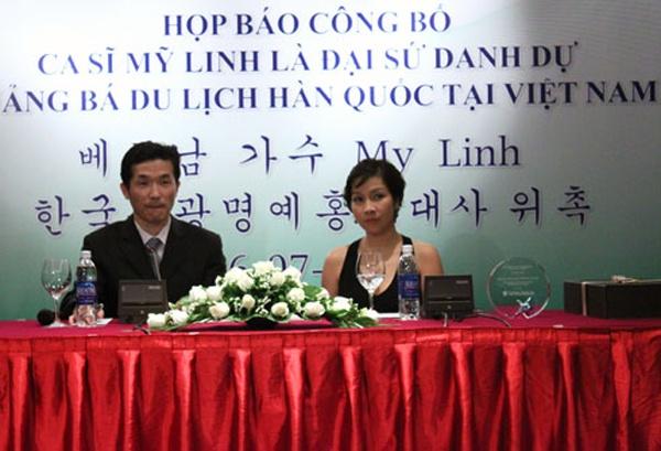 Tháng 7/2011, nữ ca sĩ nổi tiếng Mỹ Linh được Tổng cục Du lịch Hàn Quốc bổ nhiệm làm Đại sứ du lịch danh dự Hàn Quốc tại Việt Nam bởi những đóng góp liên quan đến lĩnh vực văn hóa, giải trí giữa hai nước của cô.