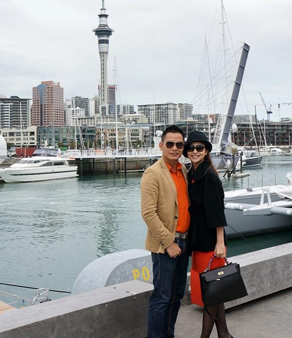 Đầu tháng 5 vừa qua, Jennifer Phạm cùng ông xã Đức Hải đến New Zealand khám phá đảo quốc nằm ở Nam Thái Bình Dương trong 8 ngày. Cô thăm thú nhiều địa điểm nổi tiếng như sông băng Tasman, dãy Southern Alps, các bảo tàng lịch sử, phim trường Chúa Nhẫn,…
