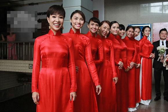 Sao Viet xung xinh 'ban duyen' o dam hoi hinh anh 11 Họ đã đến từ sớm để giúp đỡ gia đình Trà My. Đám cưới cũng diễn ra ngay sau đám hỏi.