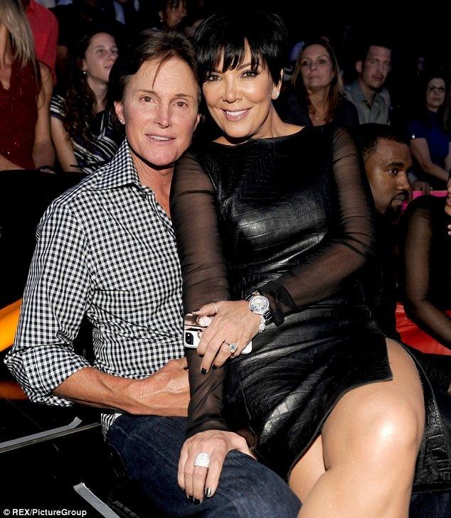 Nhung cap sao chia hai nga vi ap luc noi tieng hinh anh 9 Kris Jenner – mẹ của Kim Kardashian ly dị người chồng thứ hai là doanh nhân Bruce Jenner vào năm 2013, sau một thời gian dài chung sống.
