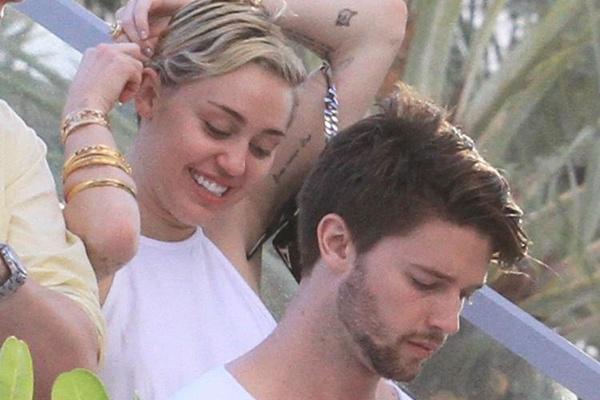 Ban trai phat hoang vi Miley Cyrus o ban hinh anh