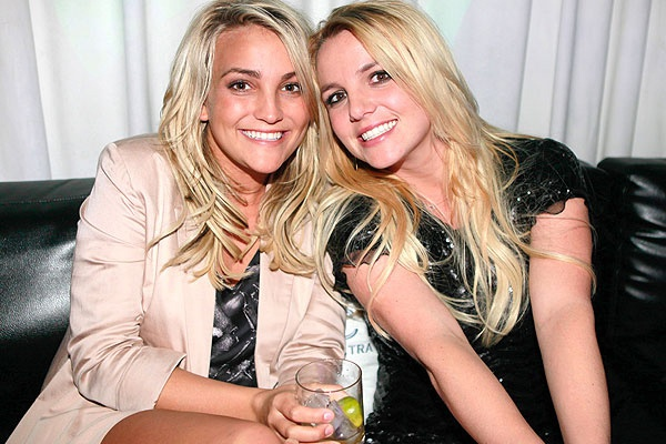 Em gai Britney Spears dung dao can danh nhau hinh anh