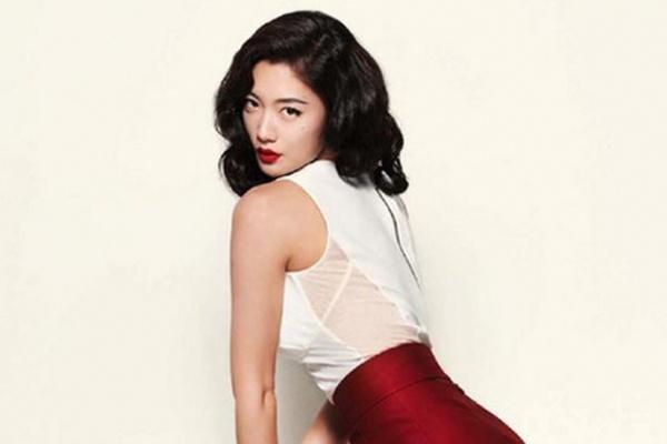Clara gui anh bikini cho ong chu 60 tuoi hinh anh