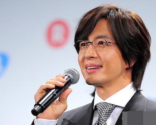 Bae Yong Joon chia tay ban gai dai gia hinh anh