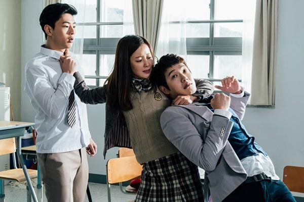 Kim Hee Sun lam dau gau truong hoc trong phim moi hinh anh
