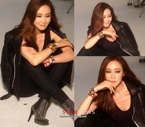 """Anh thoi trang khong can photoshop cua sao Han hinh anh 6 Bức ảnh hậu trường chụp ảnh cho thấy """"nữ hoàng khóc"""" Choi Ji Woo vẫn giữ được phong độ ở tuổi 39. Nữ diễn viên duy trì được vẻ thon gọn và biểu cảm tươi tắn."""
