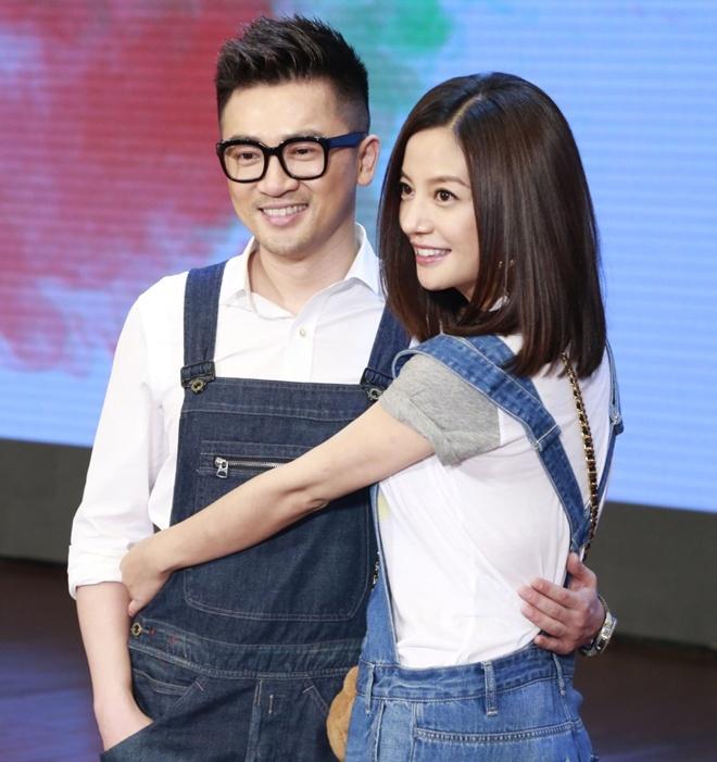 Triệu Vy và Tô Hữu Bằng trẻ trung trong sự kiện.